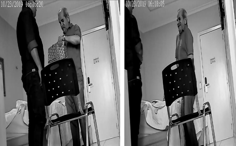 Imagens feitas pela PF mostram prefeito de Uiraúna, João Bosco Fernandes, guardando dinheiro na cueca — Foto: Reprodução