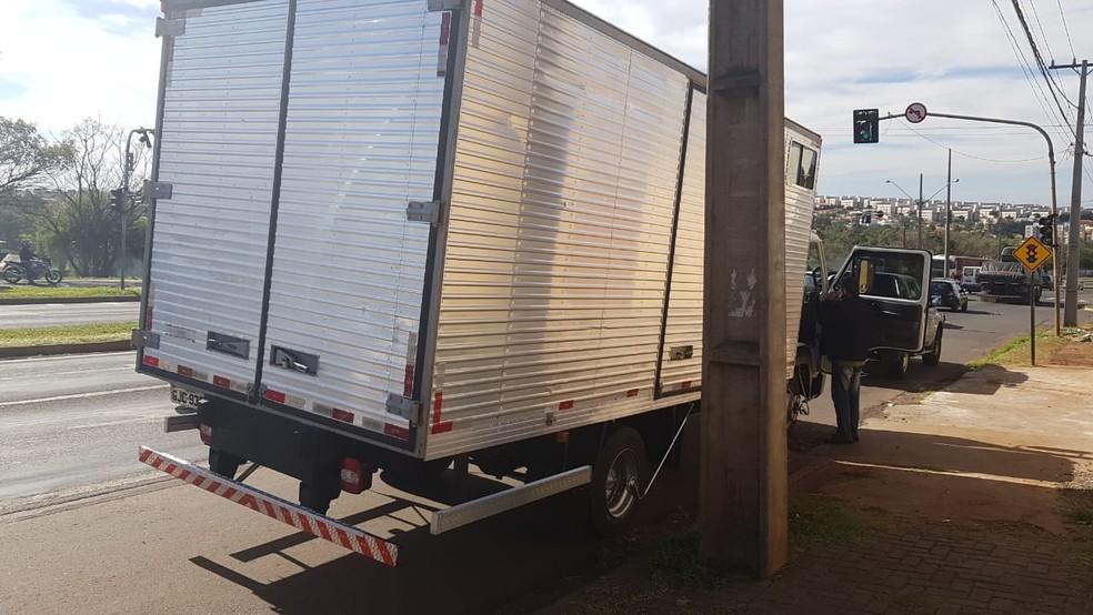Caminhão quebrou ao chegar em Londrina — Foto: Receita Federal/Divulgação