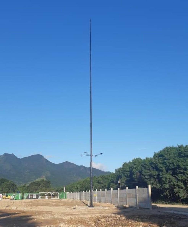 Mastro de bandeira tem aproximadamente 30 metros de altura — Foto: Divulgação
