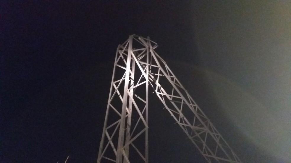 Ventania derruba 5 torres e 7 postes e 15 cidades ficam sem energia elétrica em Mato Grosso (Foto: Divulgação)