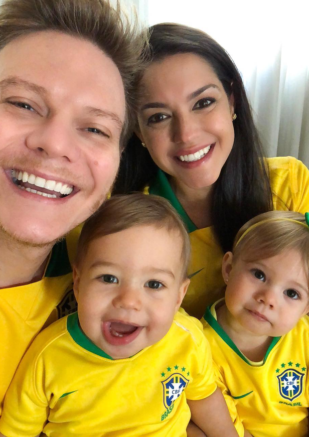 Família Ferosza-Teló torce para o Brasil (Foto: Reprodução/Instagram)