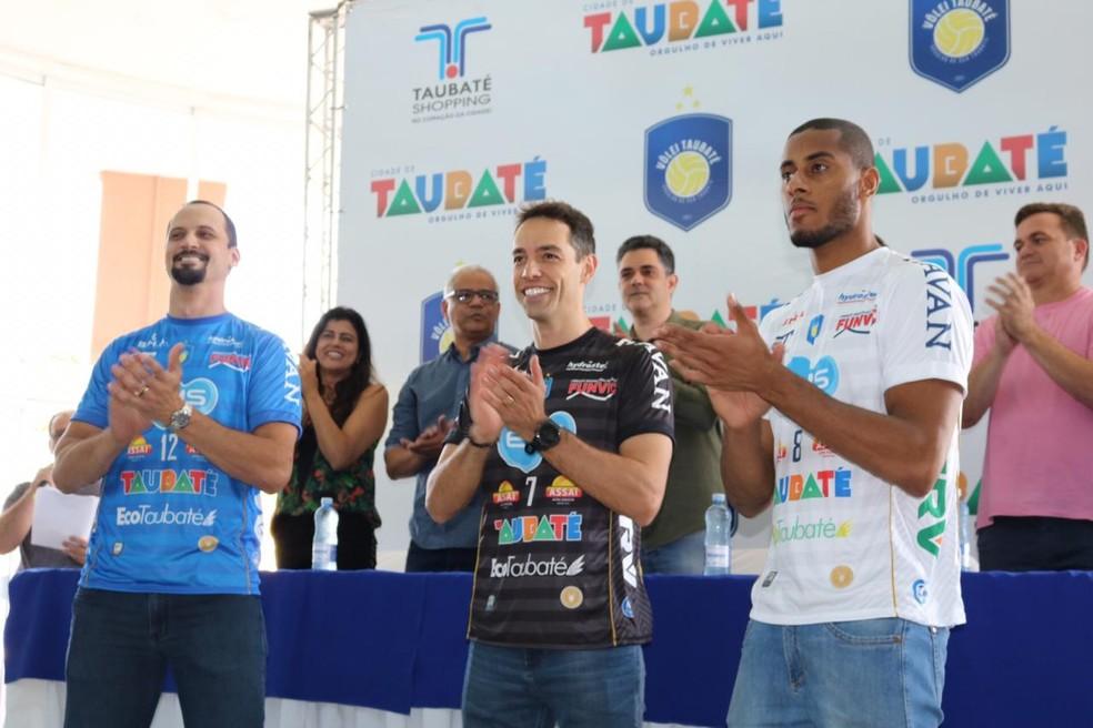 Elenco do Vôlei Taubaté participará de noite de autógrafos  — Foto: Danilo Sardinha/GloboEsporte.com