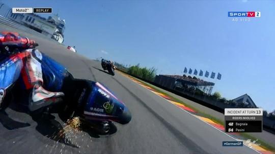 Pasini cai e quase derruba Bagnaia no GP da Alemanha de Moto2