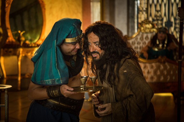Welder Rodrigues e Ricardo Pipo em cena do filme 'Hermanoteu na Terra de Godah' (Foto: Divulgação)