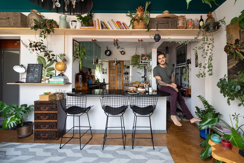 O apartamento cheio de plantas e sabores de Thiago Medeiros