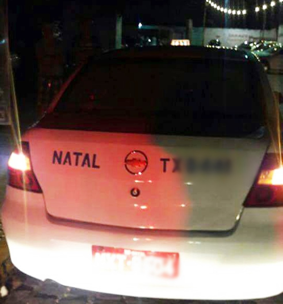 Homem foi morto a tiros dentro de um táxi quando era socorrido em Natal (Foto: Divulgação/PM)