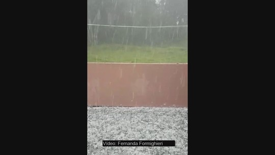 Grande Florianópolis tem chuva de granizo e alagamentos nesta quinta