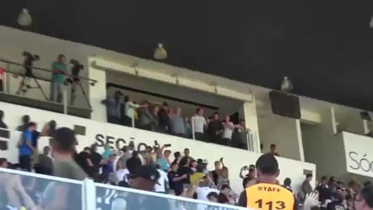 Jair Bolsonaro chega à Vila Belmiro para assistir ao clássico entre Santos e São Paulo
