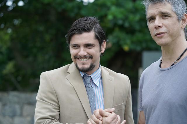 """Bruno Gissoni e Marcio Garcia nos bastidores do filme """"Reação em cadeia"""" (Foto: Divulgação )"""