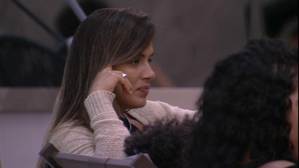 Rodrigo faz pergunta ousada para Carolina — Foto: TV Globo
