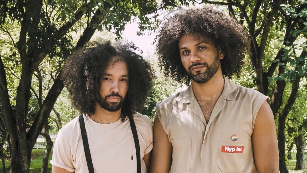 """Os diretores do curta-metragem """"Afronte"""", Bruno Victor (esq.) e Marcus Azevedo (dir.) — Foto: Carol Matias/Divulgação"""