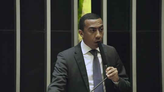 Em discurso, vice do DF acusa Rollemberg de racismo e perseguição