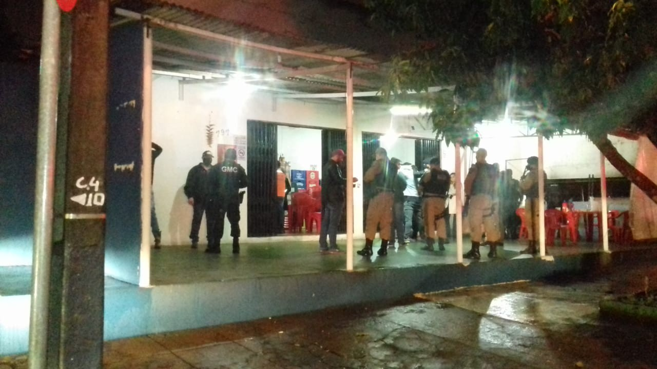 Polícia fecha bares em Cascavel por desrespeito às normas de prevenção ao coronavírus