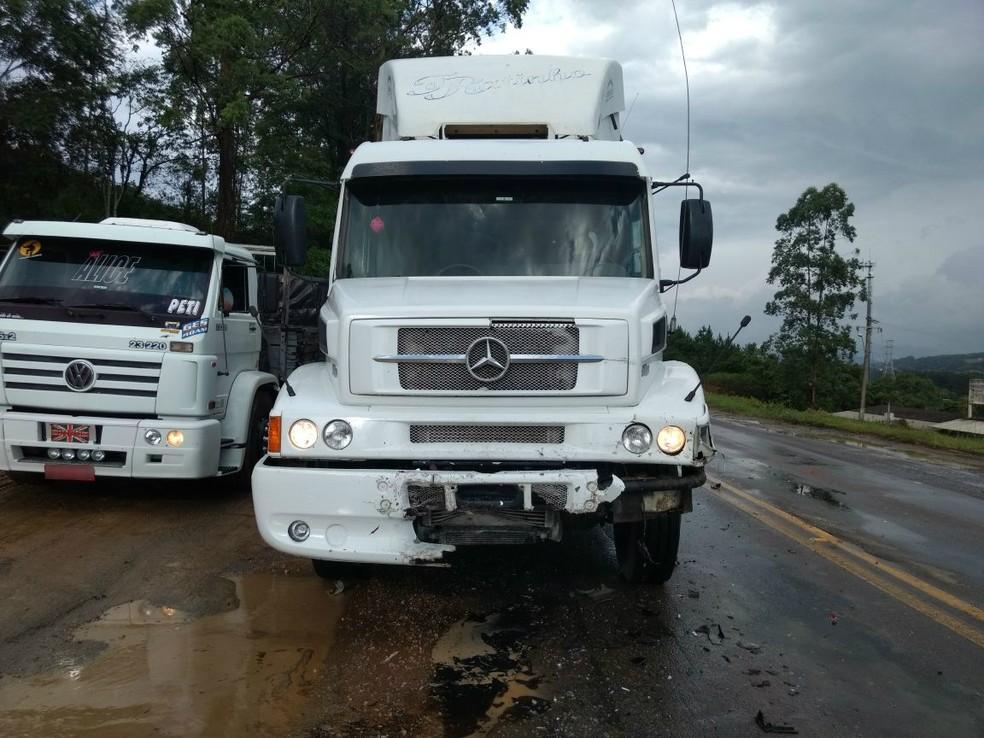 Seis veículos se envolvem em engavetamento em Rio do Sul na tarde desta segunda-feira (4) (Foto: PRF/Divulgação)
