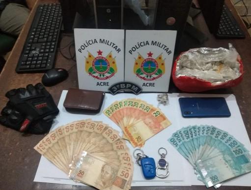 Em Rio Branco, polícia prende mulher 1 kg de oxidado de cocaína e R$ 3 mil