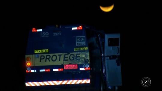 Polícia acha carro que pode ter sido usado por quadrilha em ataque a carro-forte