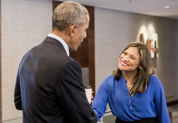 A empreendedora Danielle Fausto em aperto de mão com o ex-presidente Barack Obama (Foto: Anna Carolina Negri/Obama Foundation)