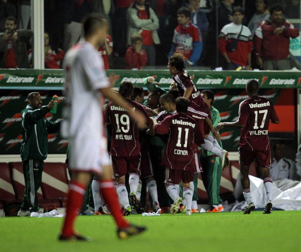 Jogadores do Fluminense comemoram gol da classificação sobre o Argentinos Juniors em 2011 — Foto: EFE