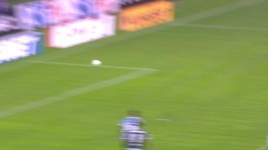 """Renato quer Tardelli mais próximo ao gol: """"Craque meu não corre atrás do adversário"""""""