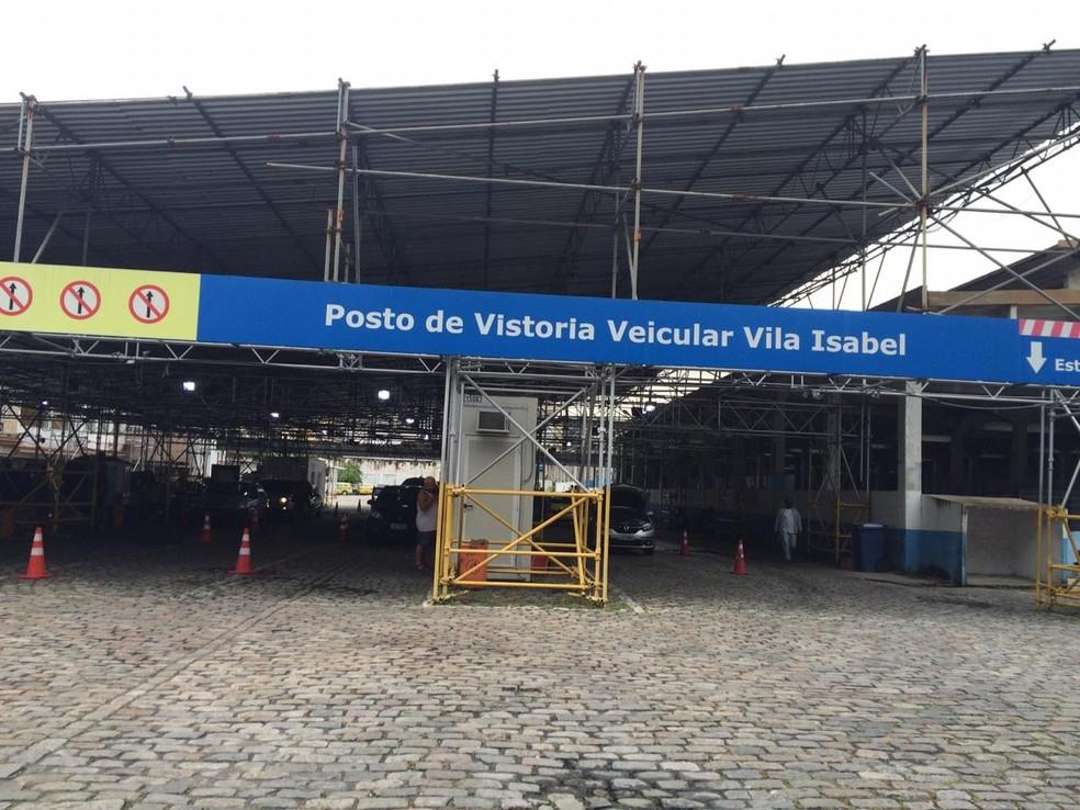 Posto do Detran em Vila Isabel faz vistorias, mas não entrega documentos nesta sexta (9) — Foto: Cristina Boeckel/G1