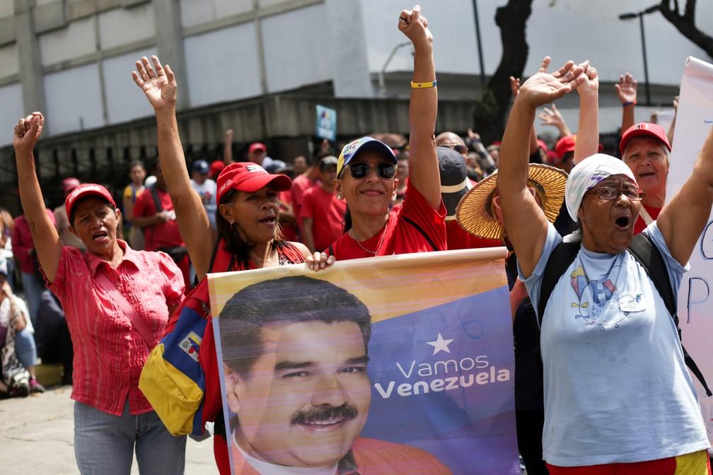 Apoiadores de Maduro se manifestam na Venezuela — Foto: Cristian Hernandez / AFP