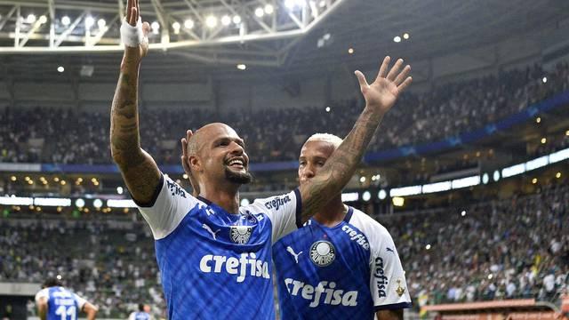 Felipe Melo comemora o gol marcado no primeiro tempo
