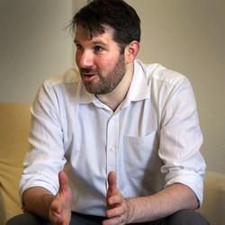 Eli Pariser na sede da Fundação Telefônica, em Madri (Foto: Jaime Villanueva / El País)