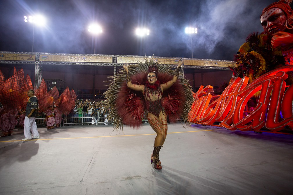 Fabiana Vilela saiu como destaque de chão da Tom Maior nesta sexta-feira (21), em SP — Foto: Marcelo Brandt/G1