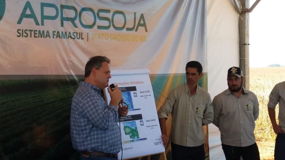 Presidente da Aprosoja/MS, Juliano Schmaedecke apresentou dados sobre as safra de soja e de milho — Foto: Anderson Viegas/G1 MS