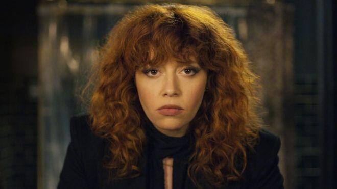 Natasha Lyonne interpreta Nadia Vulvokov em 'Boneca Russa'  (Foto: Netflix/via BBC news Brasil)