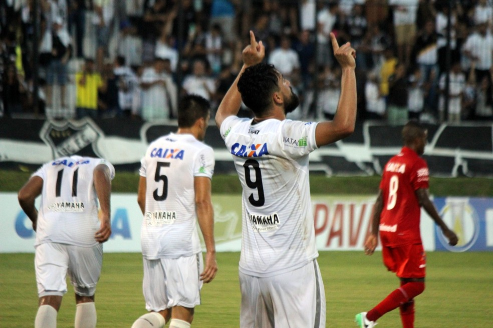 Nando comemora gol da vitória do ABC sobre o Vila Nova (Foto: Diego Simonetti/Blog do Major)
