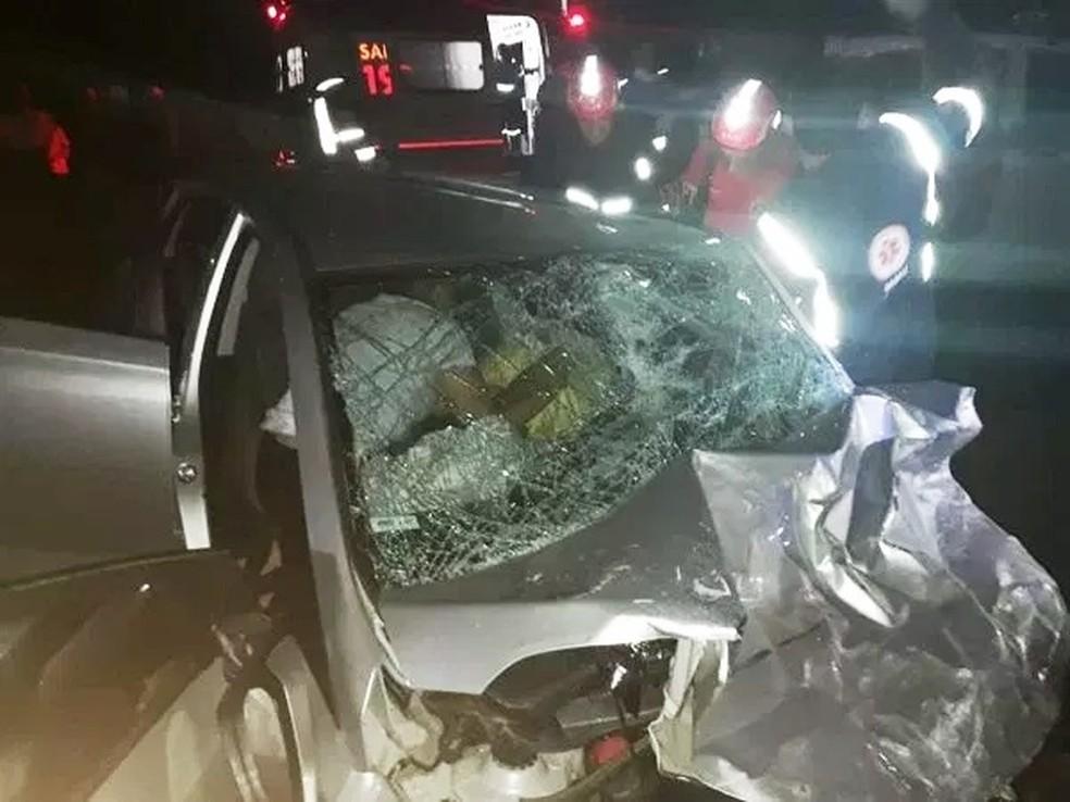 Candidato Adriano Diógenes e o motorista dele, Vânio Morais, estavam em um HB20. Feridos, ambos foram socorridos para Natal — Foto: Cedida