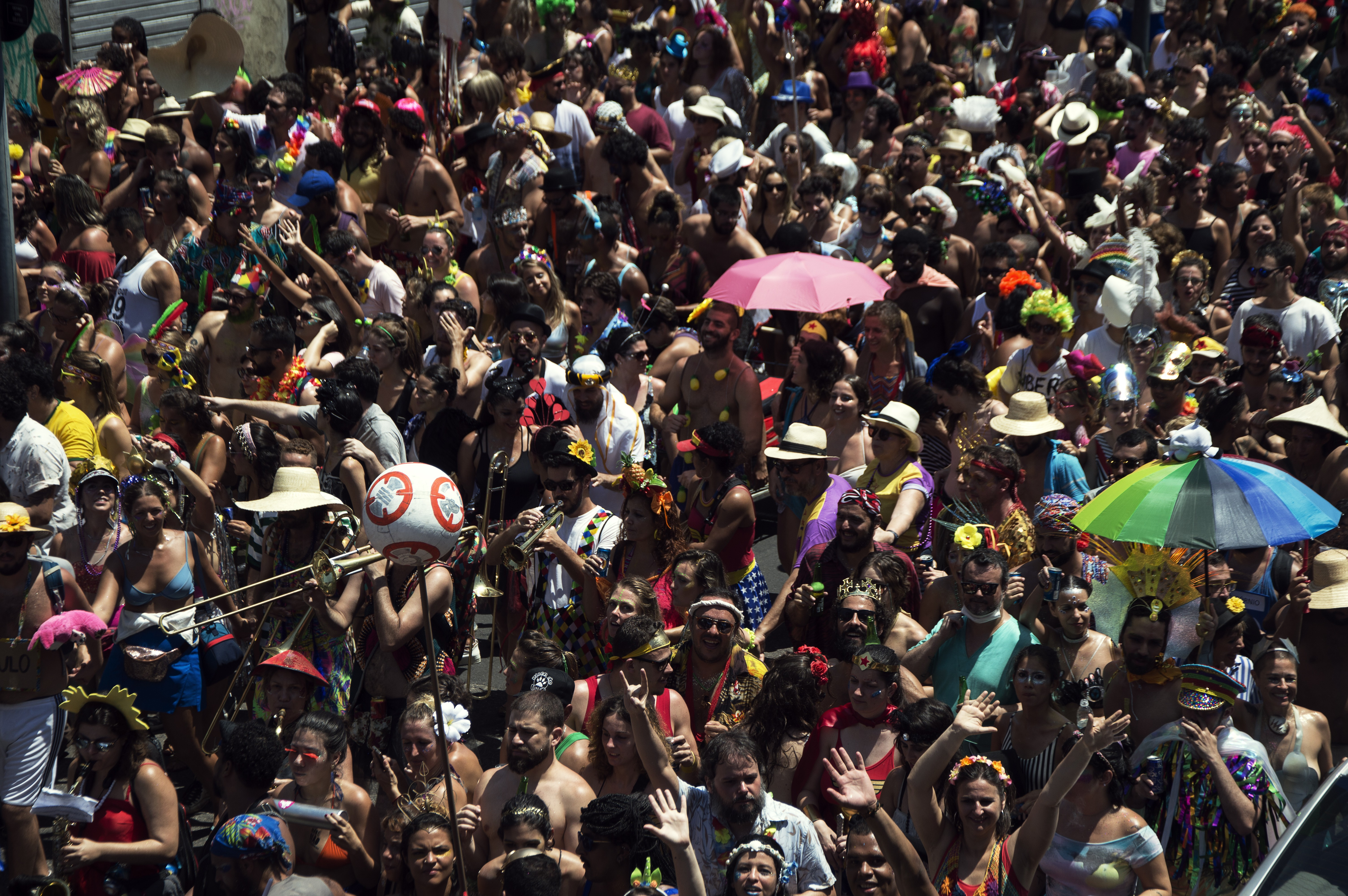 Cortejo do Boi Tolo durante o Carnaval do Rio de Janeiro (Foto: Getty Images / Carlos Fabal)