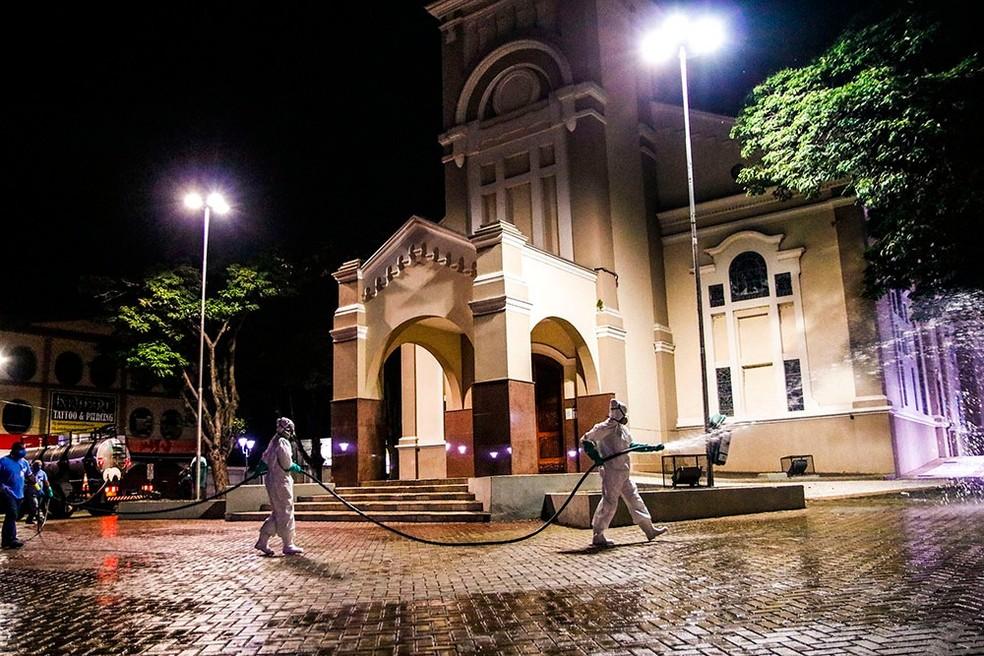 Equipes fazem desinfecção nas ruas de Santa Bárbara d'Oeste contra o novo coronavírus — Foto: Ascom/Prefeitura de Santa Bárbara d'Oeste