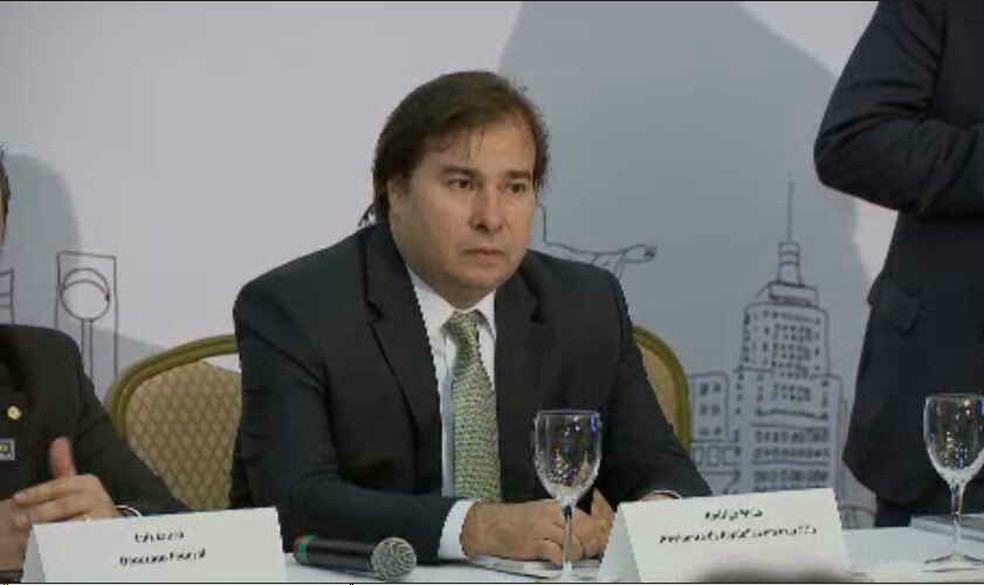 Rodrigo Maia em evento da Frente Nacional dos Prefeitos (Foto: Reprodução/TV Globo)