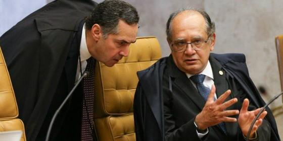 Gilmar Mendes e Roberto Barroso (Foto: Lula Marques/Agência PT)