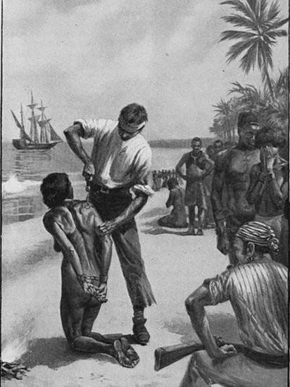 Europeus marcam uma mulher africana na costa da África, antes de ser trasportada por navios negreiros (Foto: The New York Public Library Digital Collections via BBC)