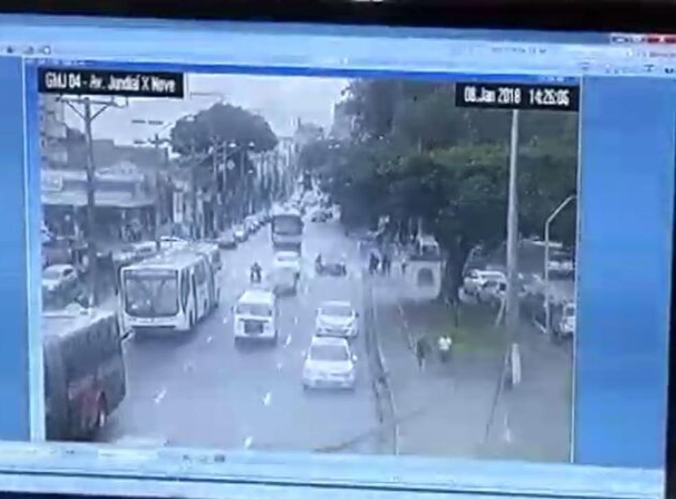 Câmeras de monitoramento da GM ajudaram Eleandra a identificar a possível dona da nota de R$ 100 que encontrou na rua (Foto: Guarda Municipal/Divulgação)