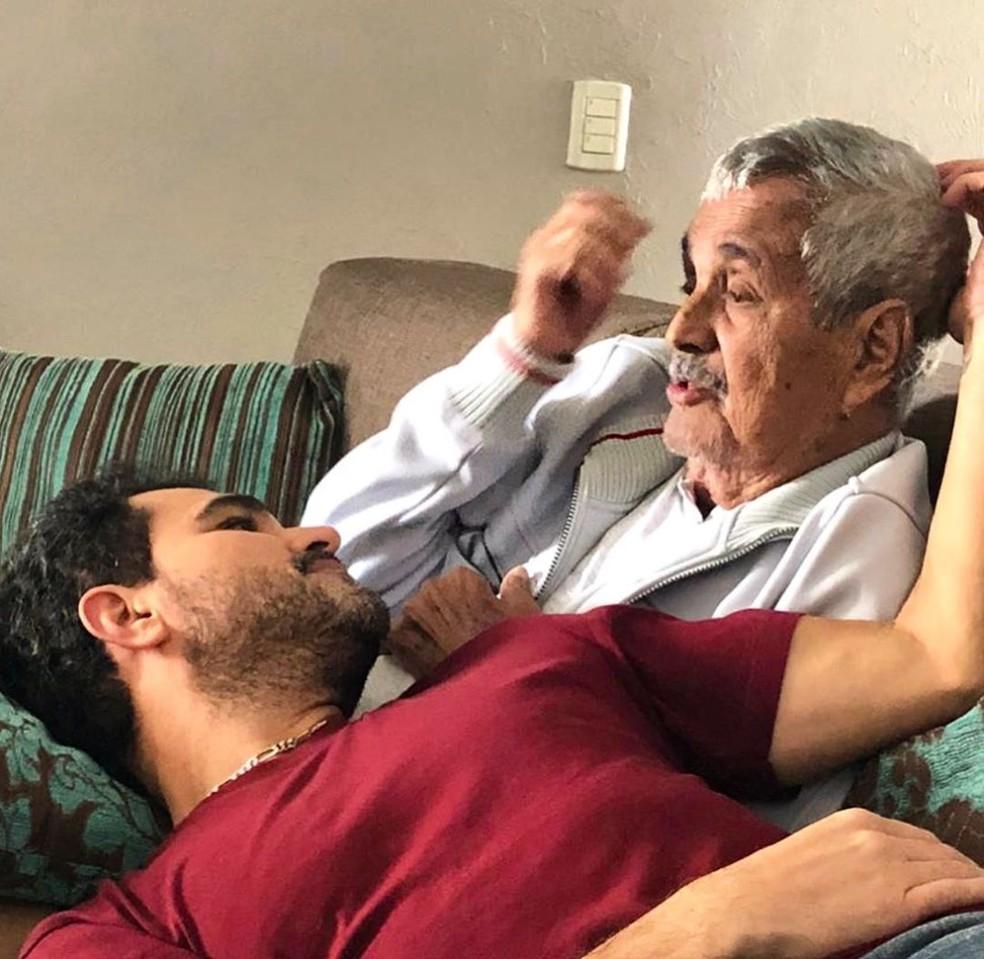 Luciano Camargo compartilha foto com Seu Francisco no Dia dos Pais — Foto: Reprodução/Instagram