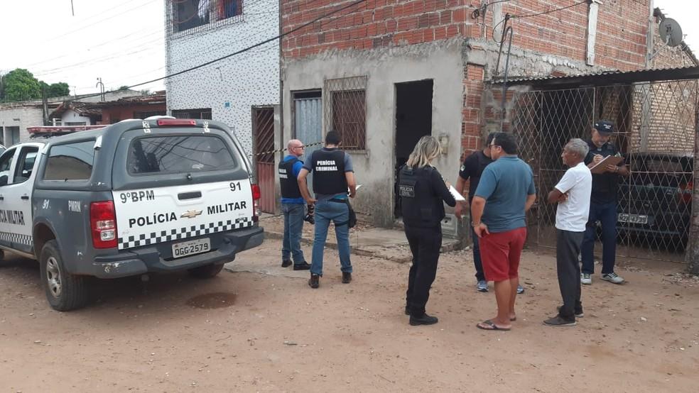 Homem é morto dentro de casa em Natal e polícia apura que motivo do assassinato seja disputa por herança — Foto: Sérgio Henrique Santos/Inter TV Cabugi