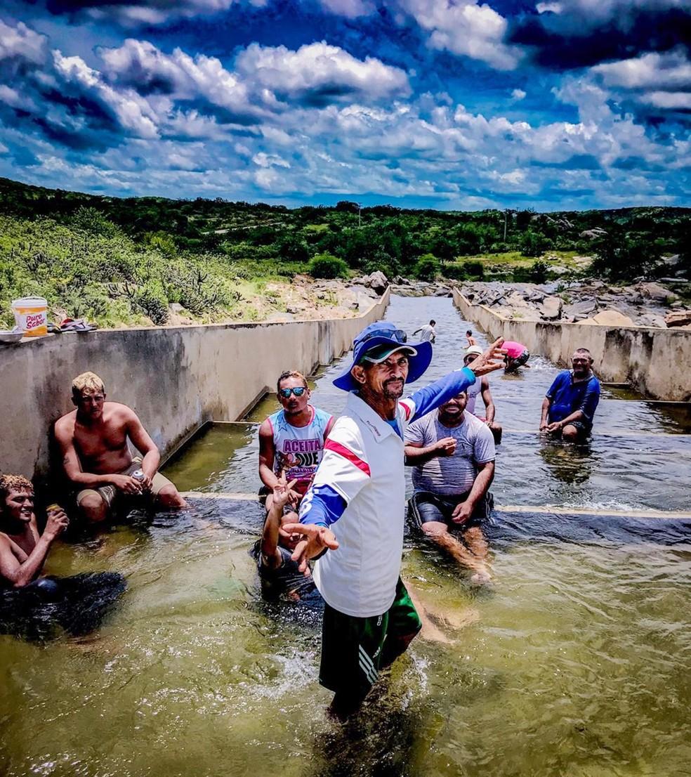 Escadarias do sangradouro viram piscinas  — Foto: Jalisson Ferreira/Assú Notícia