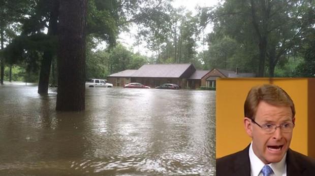 Perkins postou foto de sua prórpia casa inundada por chuvas na Luisiana (Foto: Reprodução)
