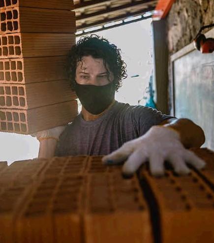 José Loreto colocou a mão na massa na obra de sua casa (Foto: Reprodução Instagram)