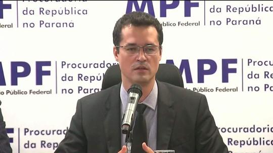 Integrantes do Ministério Público Federal fazem ato de apoio à Lava-Jato