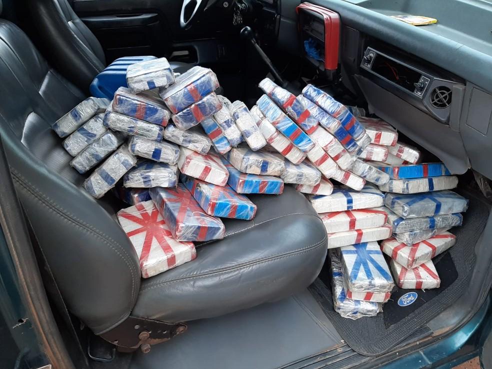 Carregamento de cocaína é apreendido em veículo, na fronteira — Foto: PRF/Divulgação
