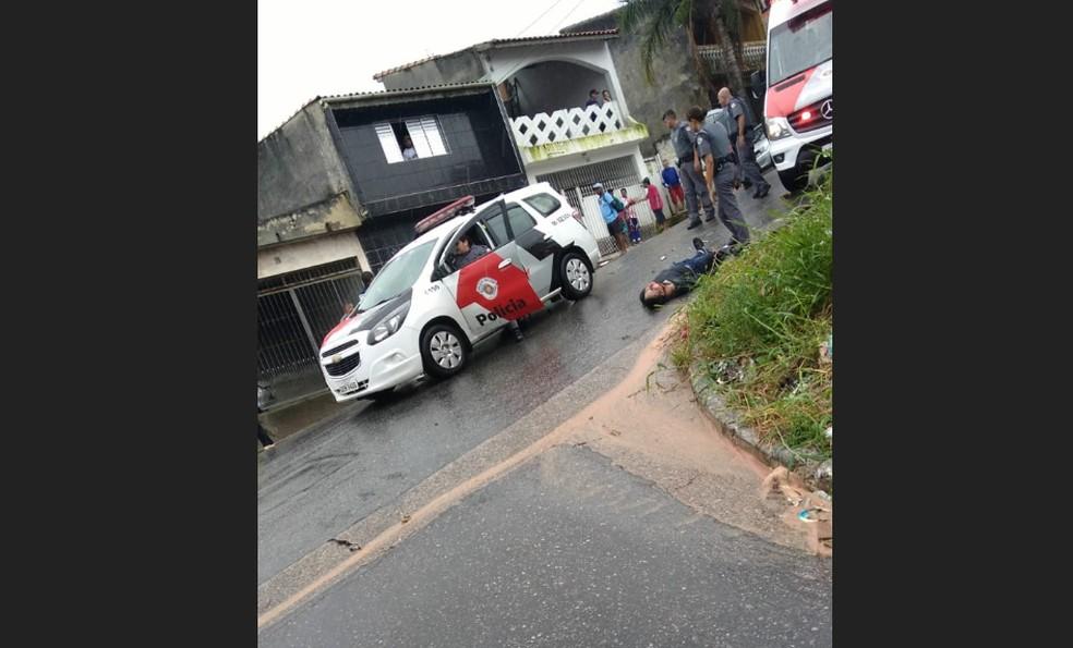 Homem é detido depois de briga entre são-paulinos e corintianos em Ferraz de Vasconcelos — Foto: Reprodução/Redes Sociais