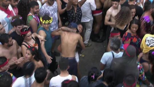 Desfile de trio de Daniela Mercury tem briga entre foliões na Rua da Consolação