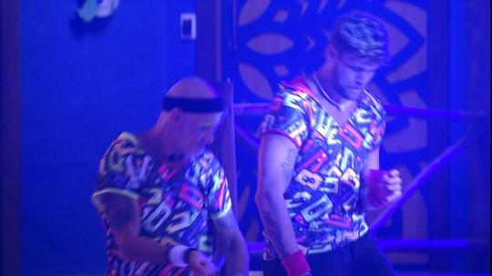 Ayrton e Breno fazem passinhos na Festa Pop 80