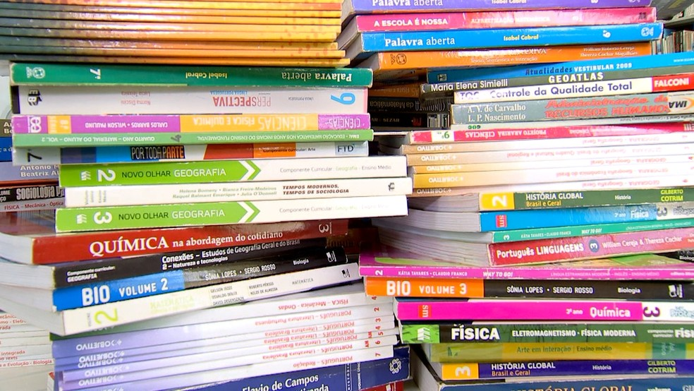 Descubra o que fazer com livros didáticos usados   Revista de Sábado   Gshow