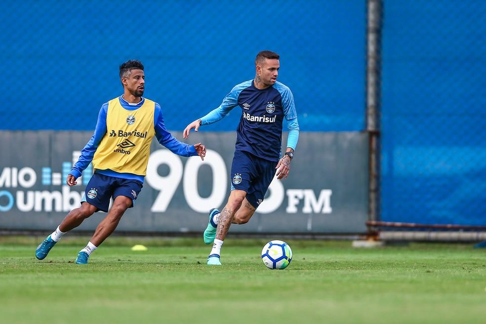 ... Léo Moura e Luan voltam ao time contra o Palmeiras — Foto  Lucas Uebel  b742794af49eb